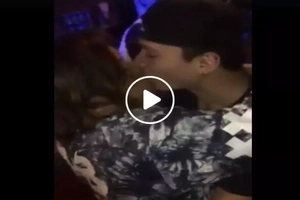 May nanalo na! Pinoy stand-up comedian Chokoleit caught kissing handsome guy in viral Facebook video