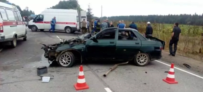 3 men flung from the car miraculously survived (video)