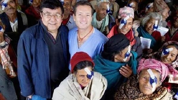 Trabajador milagroso restauró la visión de más de 100000 personas al rededor del mundo