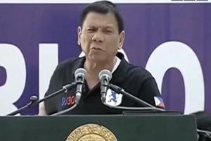 Duterte, umaming hoodlum at tinawag na bobo ang mga kritiko