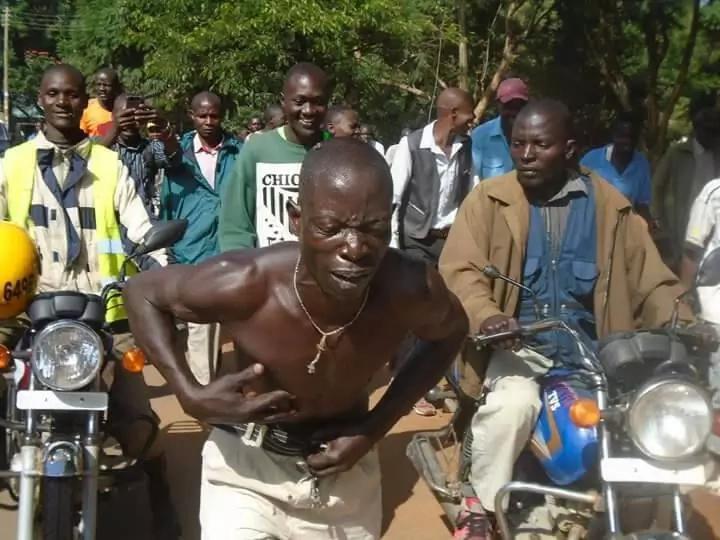 Kizaaza baada ya mwizi wa gari kuvamiwa na nyuki mjini Bungoma, kaokolewa na polisi
