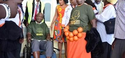 Wakenya washindwa kujizuia baada ya Esther Passaris kufichua maisha ya ufukara ya mmoja wa wafuasi sugu mno wa Raila (video)