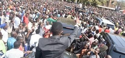 Tazama jinsi Ababu Namwamba alivyomkaribisha Uhuru kaunti ya Busia (picha)