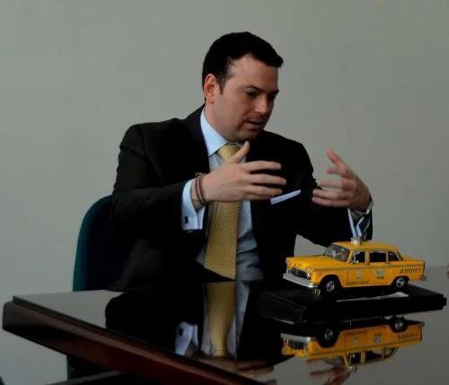 Taxistas deberán modernizarse, si quieren competir con Uber