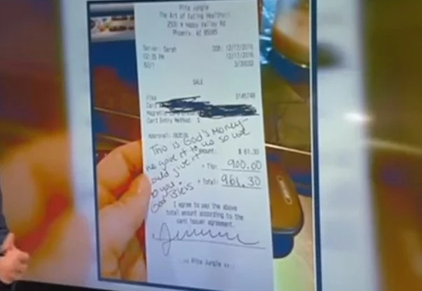 Customer gives struggling pregnant waitress US$900 tip… guess who is it from