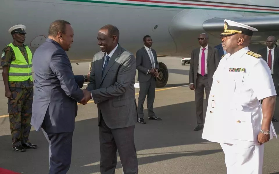 Uhuru receives rare symbolic welcome from KDF to show he is in charge moments after Raila's swearing-in