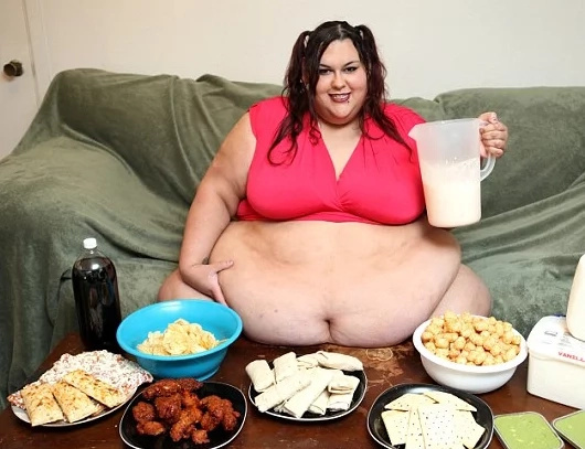 Woman aims to be so fat and be 1000 lbs