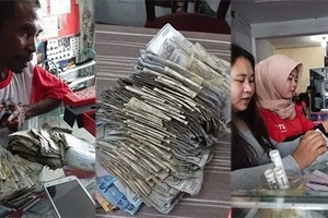 Para makasabay sa uso! This street vendor uses his savings to buy his daughter this extravagant item