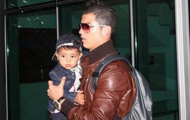 Cristiano Ronaldo akutana na watoto wake pacha kwa mara ya kwanza