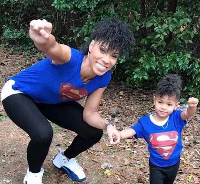 New mom loses 27kg by using her 2-year-old daughter as workout partner (see cute photos)