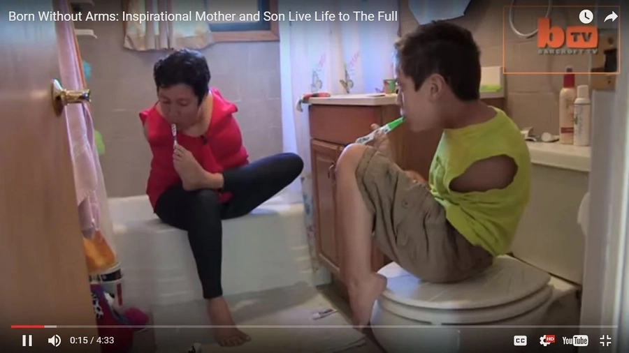 Mother and son born without arms inspire many people