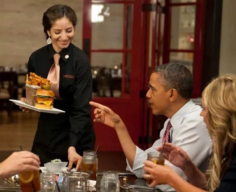 Obama's credit card gets rejected while at lunch with Michelle