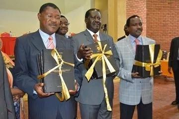 Rais Uhuru Kenyatta awapiga chenga wana-CORD