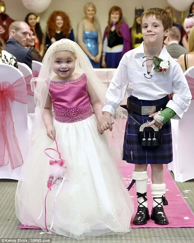 Terminally ill girl, 5, gets her 'dream wedding' with her best friend aged 6