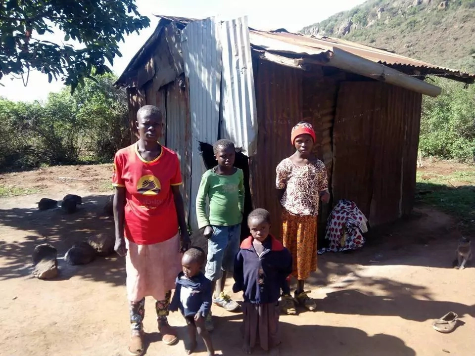 10-year-old boy forced to burn charcoal to save his family of 6 after dad disappeared