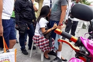 Underage Filipina student hit by the motorcycle in Las Piñas