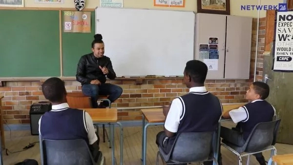 Teacher brings hip-hop to math class, students fall in love with the subject, score top grades (photos)