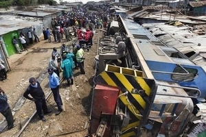 Hundreds of commuters stranded after train derails in Donholm
