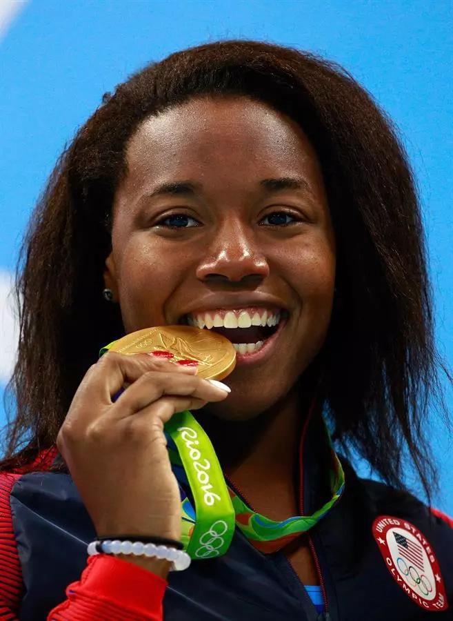 Simone Manuel, primera nadadora negra con oro olímpico