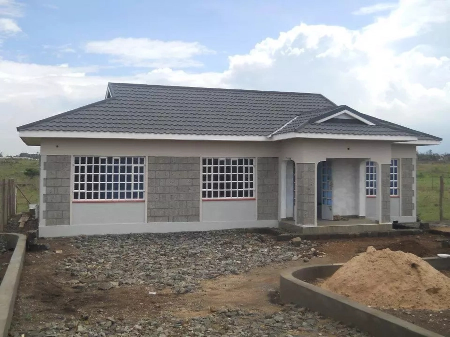 7 cool small house designs in kenya for Roofing styles in kenya