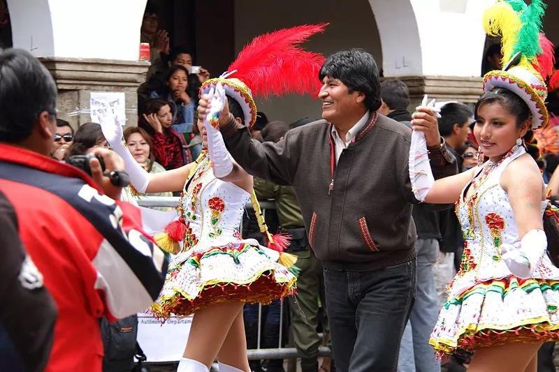 Evo Morales propone un año de trece meses