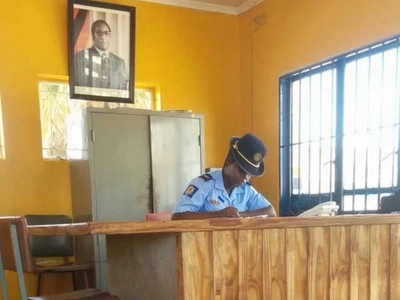 Haha, irony! Couple breaks into POLICE station, robs cops of mobile phones and laptops