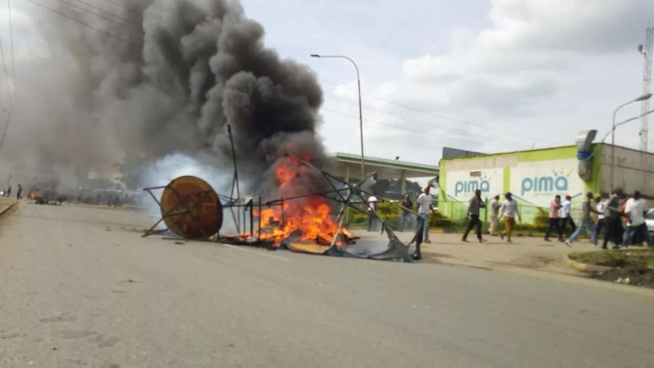 Mfuasi wa NASA anusurika kifo baada ya kupigwa na umeme akiwahepa polisi katika makaribisho ya Raila