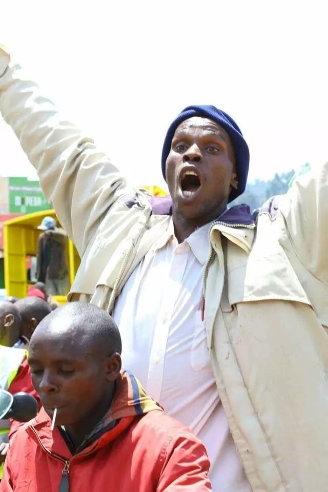 Wakazi wa Nyamira waandamana huku wakiwa wamebeba geneza la Uhuru Kenyatta