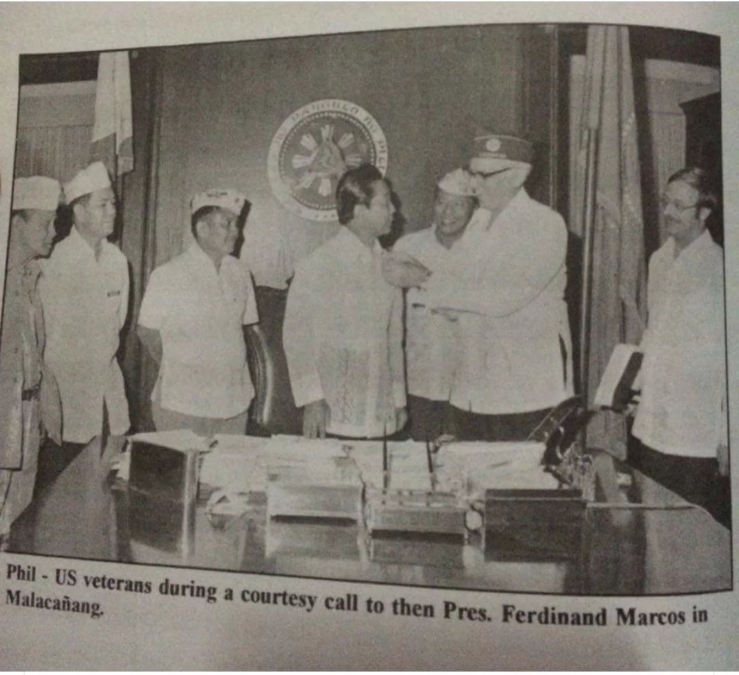 Photo shows Ferdinand Marcos recognized by US veterans?