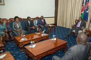 Uhuru Kenyatta's meeting with IEBC officials at State House excites the internet (Photos)