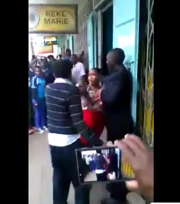 Kenyan lady beats TWO men in Ruiru after allegedly steal her phone (video)