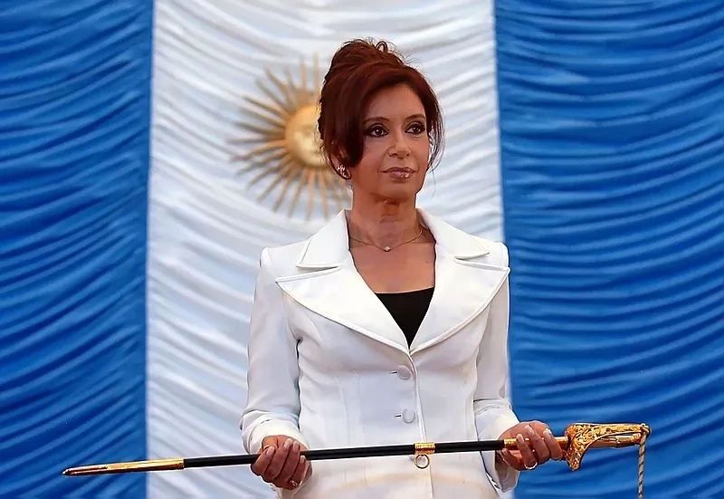Embargan bienes de Cristina Fernández