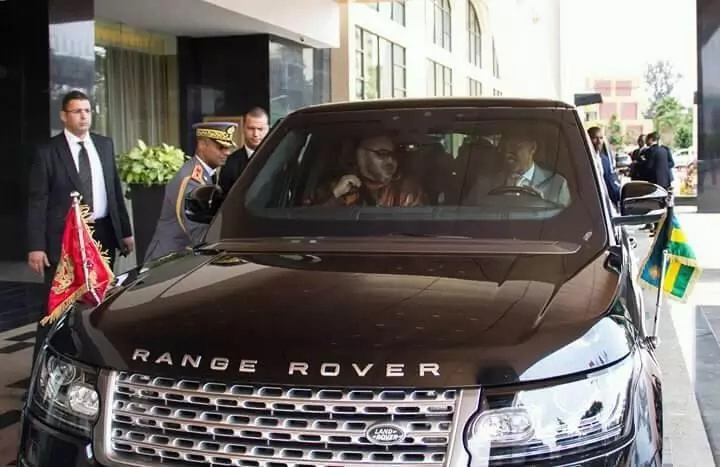 President Kagame drives King of Morocco to the airport