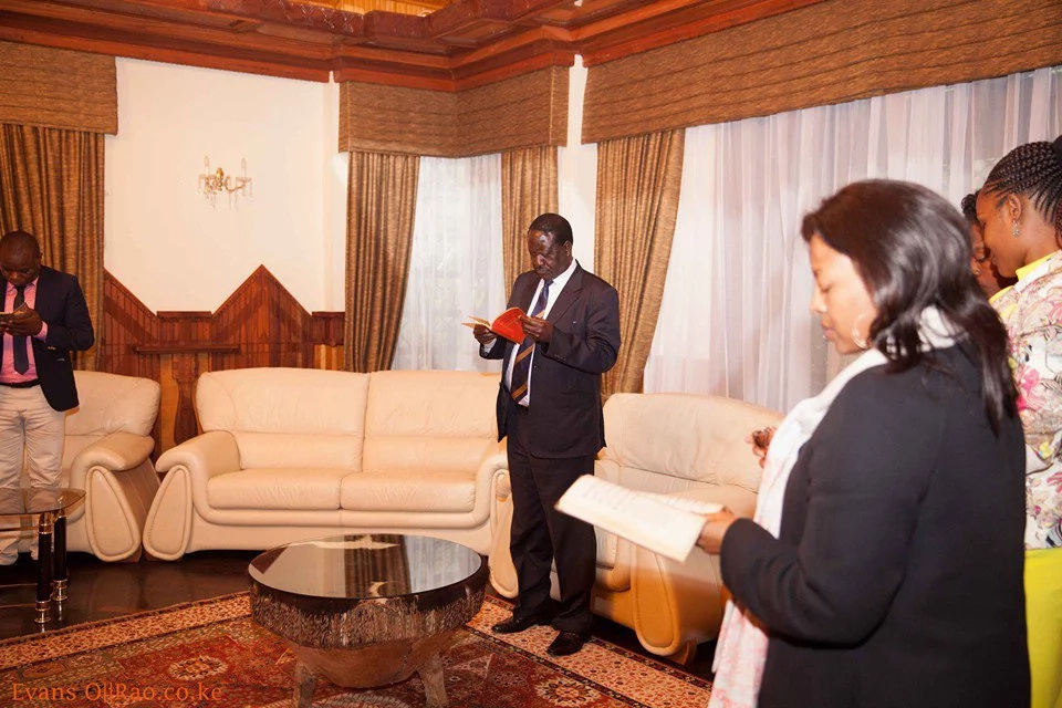 Raila Odinga visits home of slain billionaire for prayers