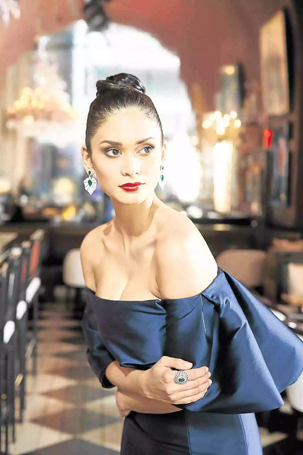Pia Wurtzbach: Where should I take the girls?