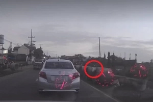 This inconsiderate motorist throws garbage out of the car window, not once but twice!