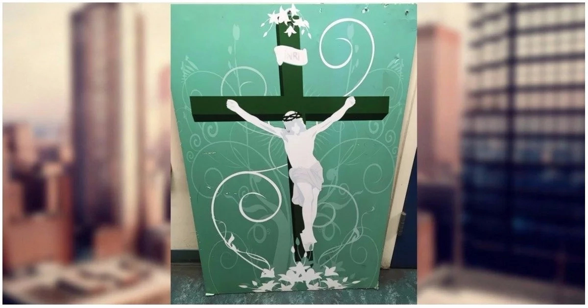See what happened after a man left a painting of Jesus Christ outside a mosque (photos)