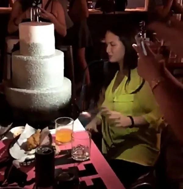 Halatang halata na! Ellen Adarna celebrates 30th birthday with friends and John Lloyd Cruz