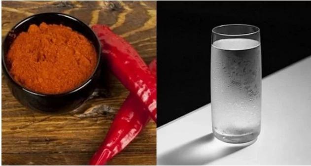 Pon un poco de pimienta de cayena en un vaso de agua, y bebe! Un milagro sucede en 10 segundos