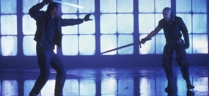 Watch shocking video of a shop owner and a robber get into a sword fight!