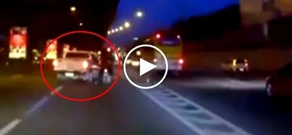 Shocking accident! Pick-up truck at EDSA brutally hits motorcycle after changing lanes