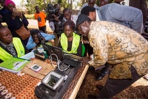 """IEBC finally accepts that Raila is RIGHT about """"double"""" voter registration"""