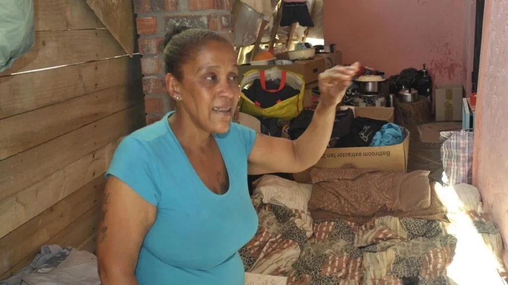 Debbie explains her predicament. Photo: Daily Voice
