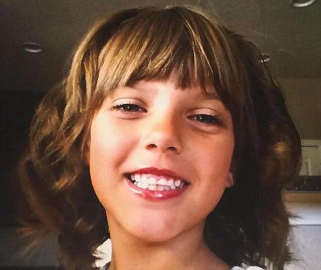 Ofreció a su hija de diez años y la encontró muerta en un baño