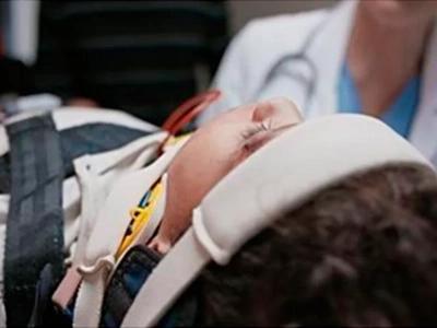 Niño lesionado no recibe visitas al día siguiente, entonces el personal del hospital entiende porqué
