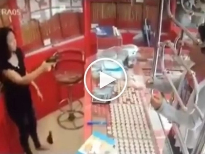 Walang takas ang kawatan! Brave Thai woman defeats dangerous robber using her deadly gun