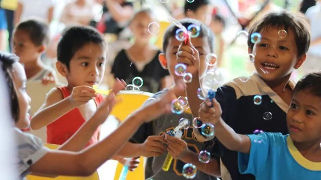 First Global Bubble Parade held to promote happiness