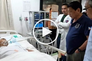 Duterte's heart-breaking visit to Davao blast VICTIMS at the hospital, morgue