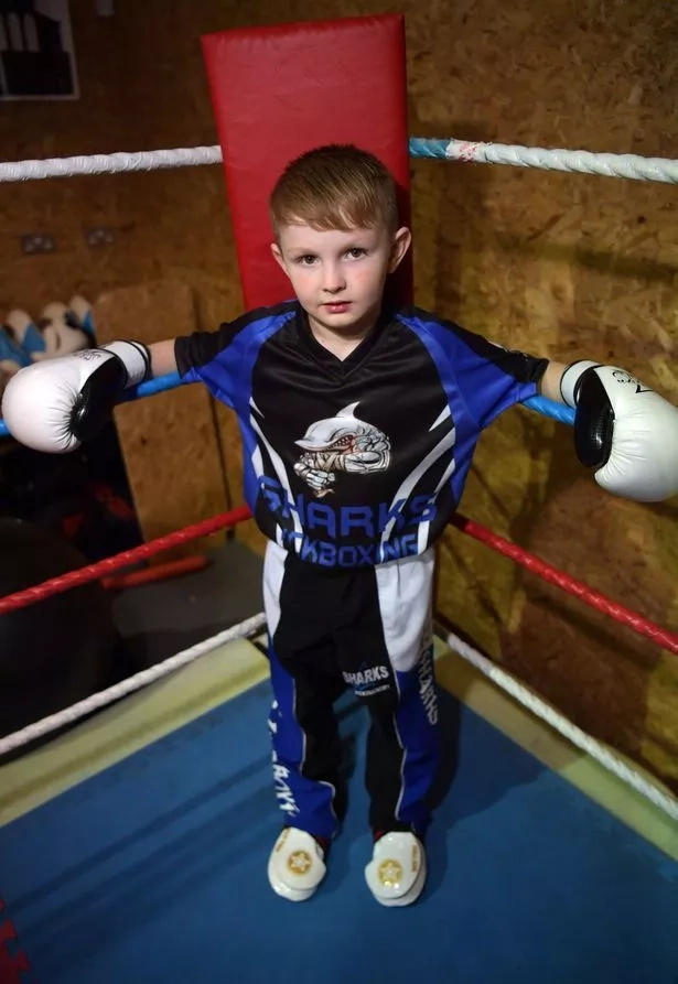 Meet 9-year-old boy of the youngest boxing champion (photos, video)
