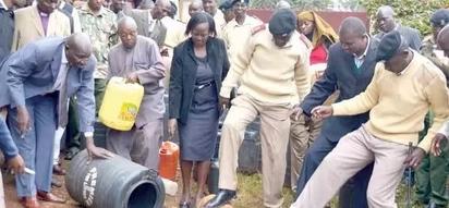 Polisi wagundua kitu cha kushtusha ndani ya mitungi ya chang'aa Nyamira (picha)